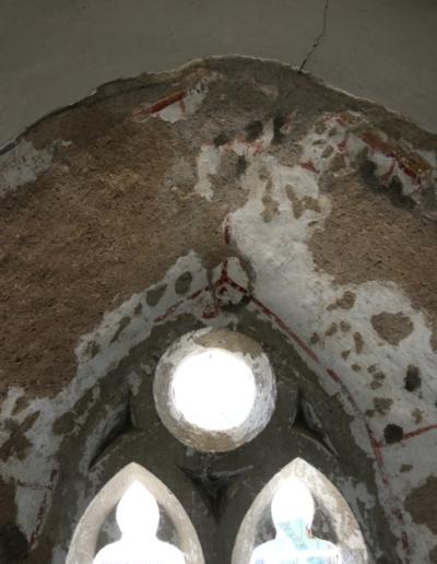 Horná časť okna-interiér- stav po vytmelení a príprave podkladu