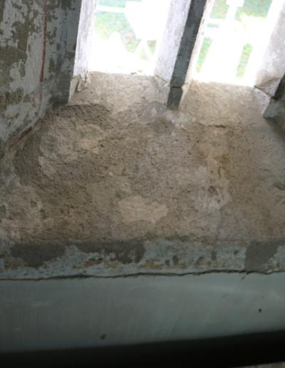 Spodná časť okna-interiér- stav po vytmelení a príprave